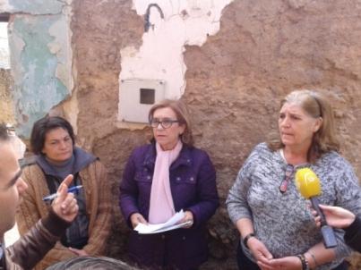 Mª Carmen Hornillo respalda a los vecinos de la barriada del Castillo ante la Junta de Andalucía por los incumplimientos en programas de rehabilitación de vivienda