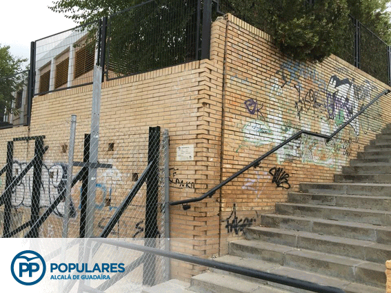 CEP Joaquín García con soluciones temporales en sus preocupantes muros.