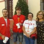 MariCarmen Rodriguez Hornillo agradeciendo su trabajo a los voluntarios de La Cruz Roja de Alcalá de Guadaíra