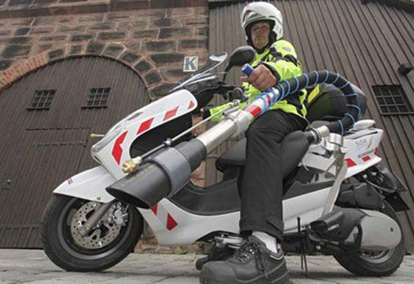 """Las famosas """"motocacas"""" que usan en Ayuntamientos de muchas ciudades de España, por ejemplo en Madrid."""
