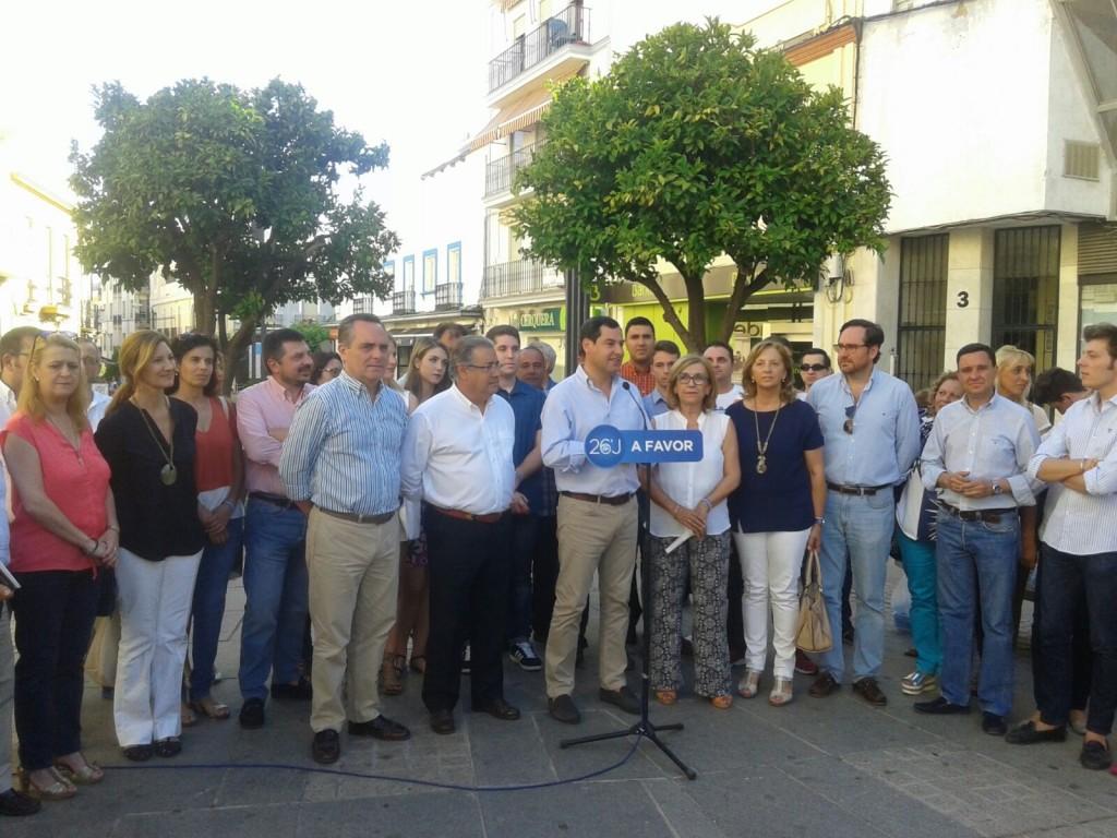 En la Plazuela, pidiendo el voto para el PP en la Elecciones, explicando a los alcalareños la importancia del momento y nuestro trabajo para España.