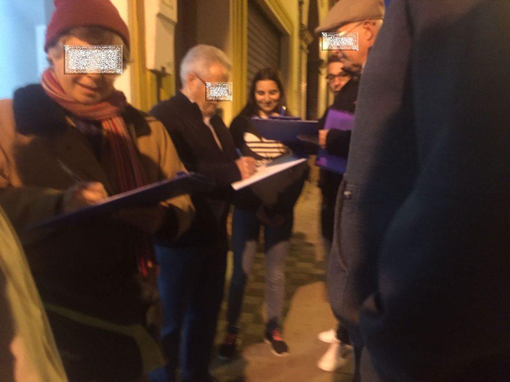 Vecinos apoyando nuestra iniciativa para asegurarnos de que el Nuevo Instituto llega a tiempo a Alcalá de Guadaíra