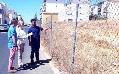 Sandra González solicita la construcción de 15 plazas de aparcamiento en el barrio de Pablo VI.