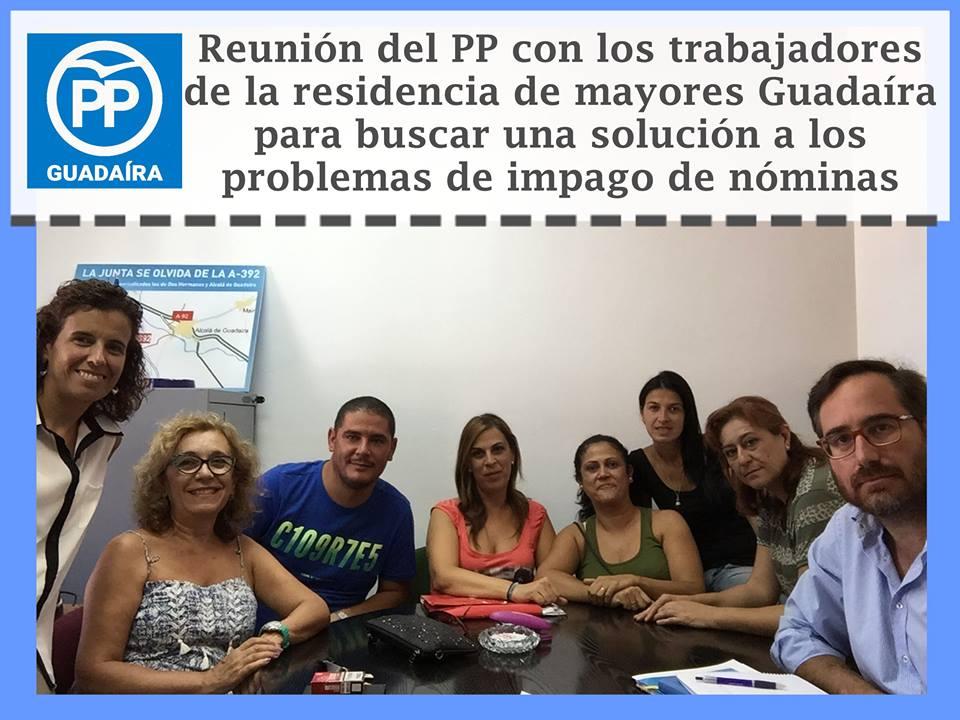 El PP de Alcalá con los trabajadores de la «Residencia de Mayores Guadaíra» tras conocer los impagos de sus nóminas