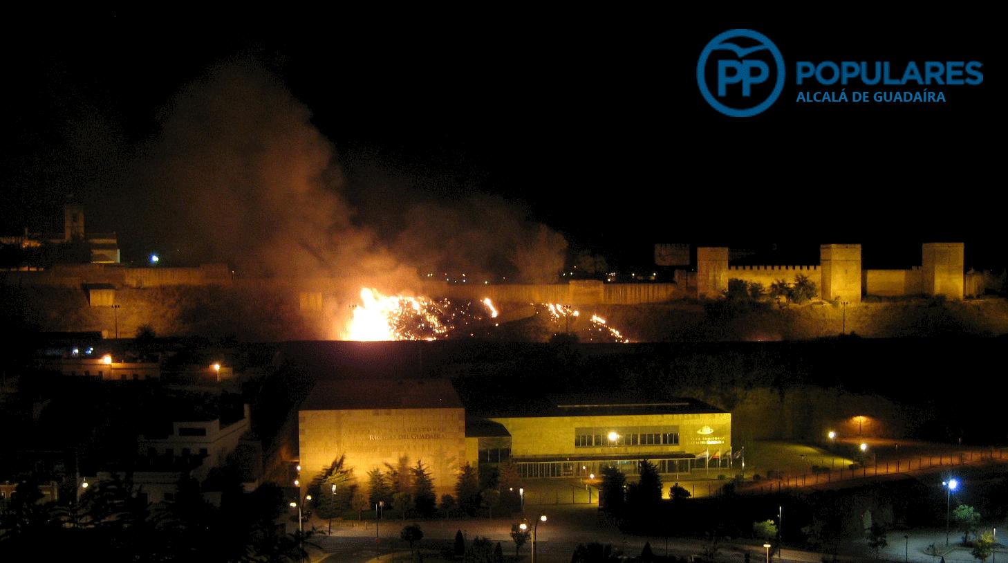 El Castillo de Alcalá de Guadaíra sufre incendio por abandono del Ayuntamiento